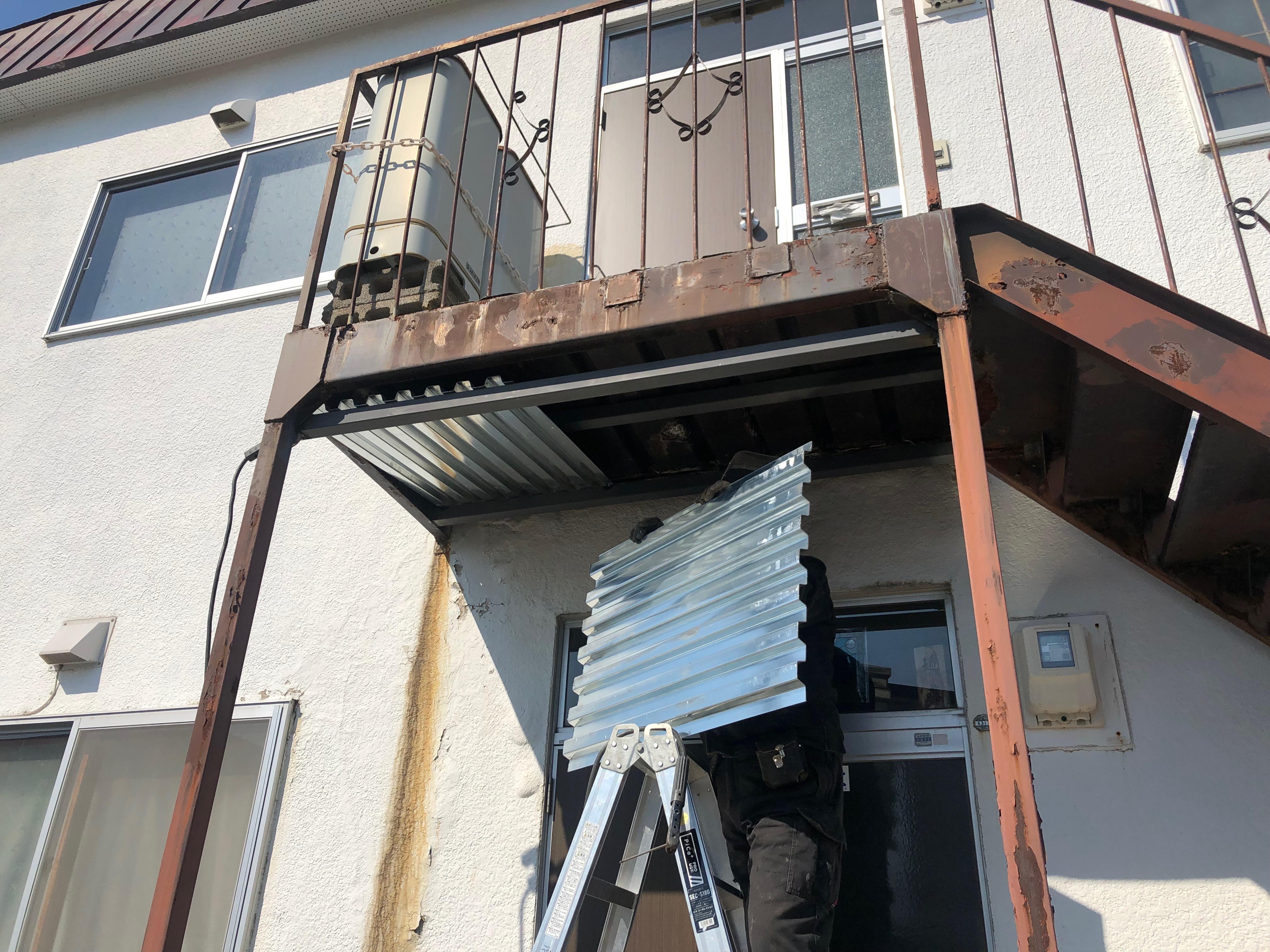 札幌市北区でアパートの踊り場補強+隠しキーストン(空気入れ)