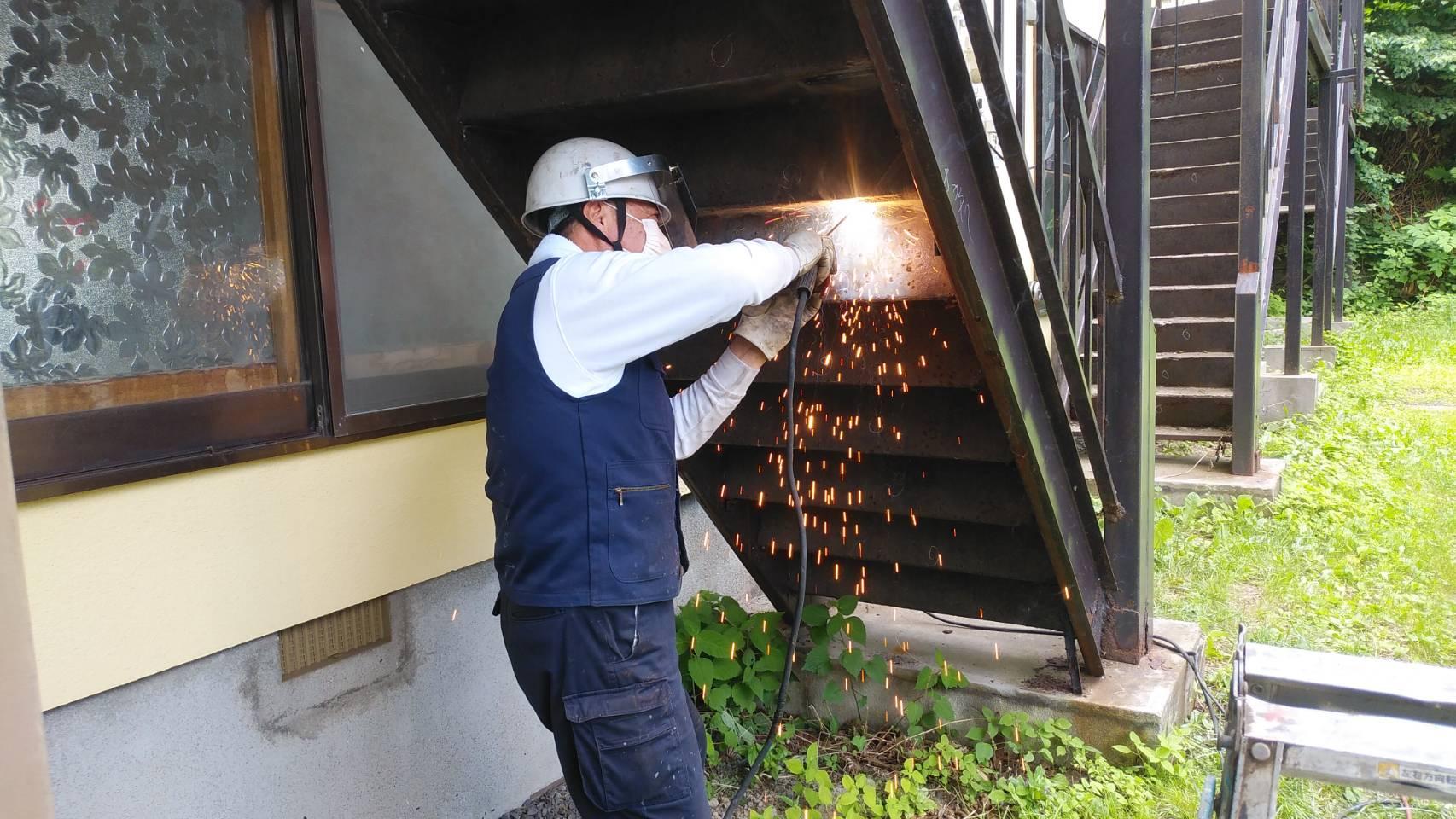 小樽市、アパートの階段補強工事